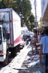 Basura dos días después del jolgorio frente a la municipalidad secuestrada por dirigentes burdos e ignorantes